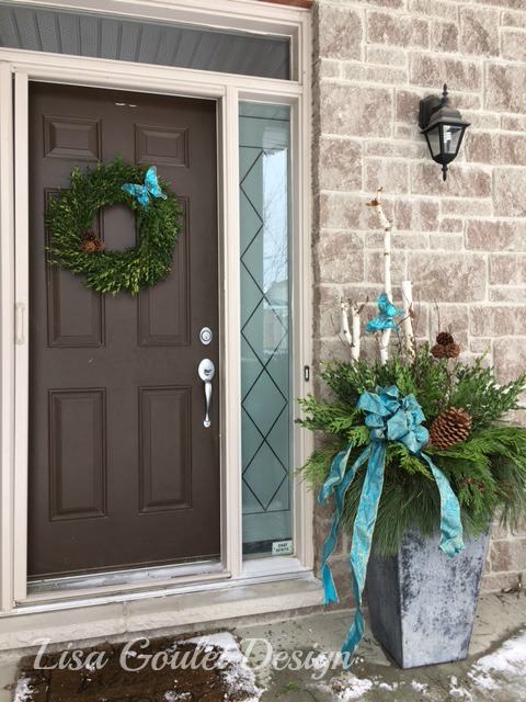 Exterior urn and wreath with turquoise accents