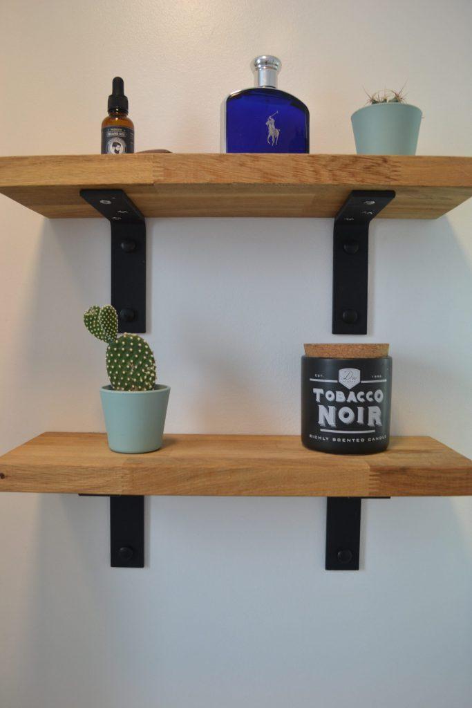 Detail of shelf