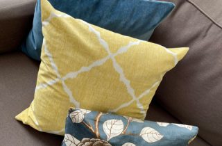 Throw pillows 101 – or how to coordinate pillows